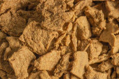 Wheat protein (vegetable protein) Lory® Tex Flakes SBS 111: For chicken, beef, pork, gyros, instant noodles, instant soups, veggie products, toppings, fillings, and meat products.