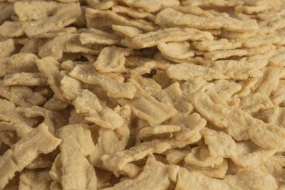 Weizenprotein (Pflanzliches Protein) Lory® Tex Strips SCM 110: Für Bacon, Chicken, Geschnetzeltes, Toppings und die Imitation von Fleischprodukten in Streifenform.
