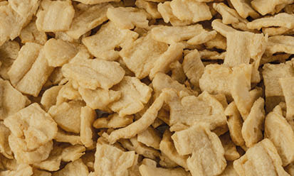 The small cream-coloured Trigovit® Tex Flakes SCS 110, SCS 140 und SCM 140 are textured wheat proteins,used for products in animal feed   Crespel & Deiters